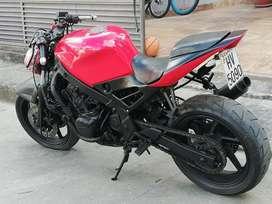 Moto de calle Honda cbr 600 tipo cafe racer