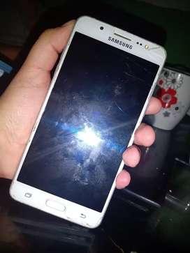 Se vende celular  j5 el daño es que prende y apaga y pues me an dicho que es la bateria