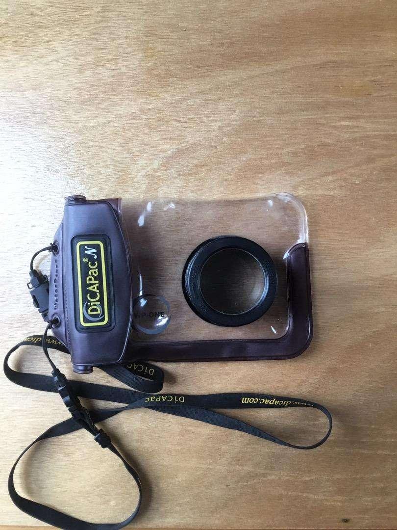 Funda impermeable DicaPac para camara compactas con lente de zoom perfecta para buceo, snorkel y actividades de agua 0
