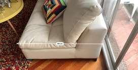 Sofa amplio blanco y en estado bueno