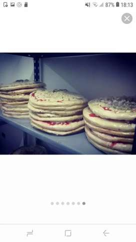 Pizzas caseras para hornear!!!media masa,de muzzarella, tomate y aceitunas todo de calidad!!