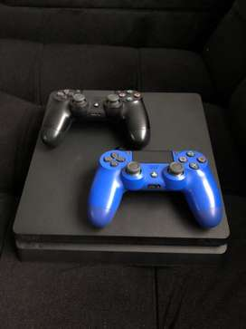 Play Station 4 con 2 controles