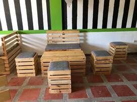 En venta juego de muebles de madera. PRECIO DE OPORTUNIDAD. Para exteriores, interiores, terrazas, bares y demas.