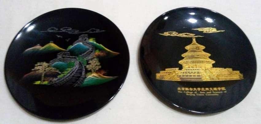 2 Platos Decorativos Originales De Beijing China 0
