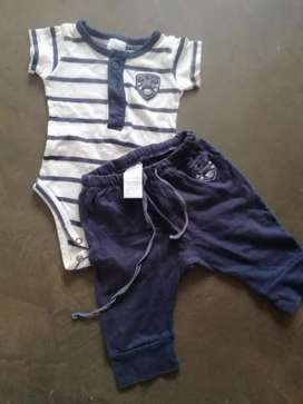 Conjunto body. Y. Pantalón. 1 a 3 meses