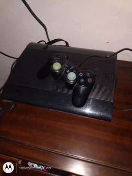 Vendo play 3 con tres controles..500 GB..juegos incorporados