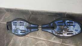 Patineta de 2 ruedas, con poco uso, con conos de práctica y bolso de carga