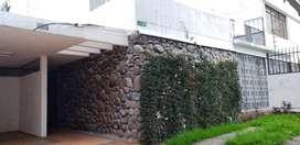 C/ La Pradera, casa de 250M2 en arriendo, uso comercial o de oficinas
