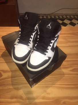 Zapatilla Jordan 1 Mid black and white