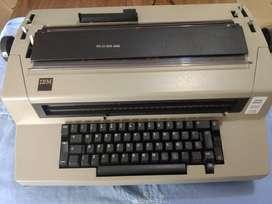 """""""IBM"""", máquina de escribir eléctrica. ¡ FUNCIONANDO PERFECTO !"""