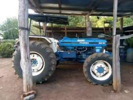 Tractor Ford motor 6000.