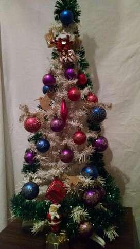 Arbol de Navidad 0.85m x 0.4m con 30 adornos