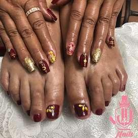 Emaltado semi-permanente, uñas esculpidas