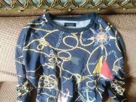 Buzo zara negro con detalles tipo versace