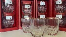 Vaso de cristal grabado y borde dorado