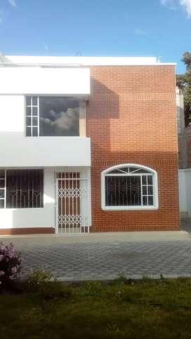 Arriendo Casa moderna en Centro Ibarra
