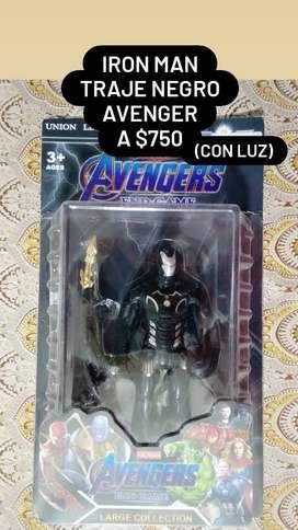 Muñeco articulado. Iron Man. Con luz. Traje negro. A $750!