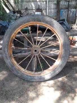 Antigua rueda de carro