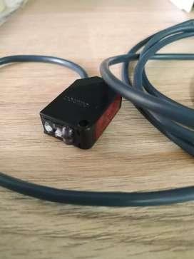 Sensor de distancia Omron E3Z-D62 (12 a 24 V)