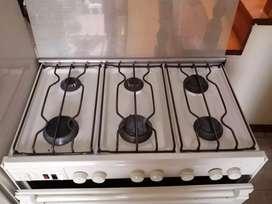Cocina y refrigeradora en buen estado