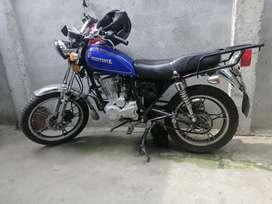 Se vende moto marca motor 1