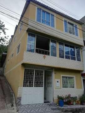 Casa que consta de 3 apartamentos independientes