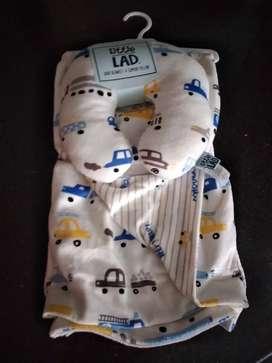 Cobija de bebé con almuhada doble faz