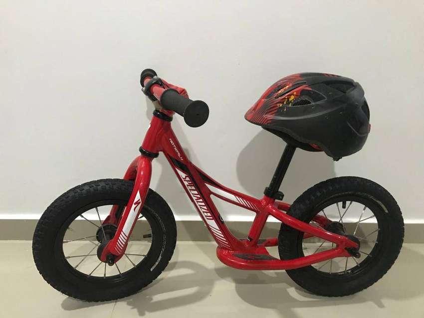 Bicicleta Hotwalk - Specialized (Incluye casco)