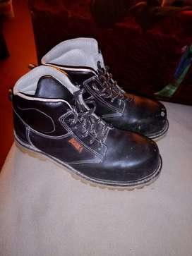 Vendo botas de seguridad   una puesta