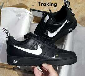 Nike air force one LV8 negro