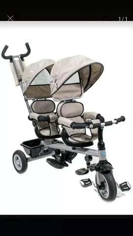 Vendo triciclo doble para mellizos o hermanitos,, marca Gracco