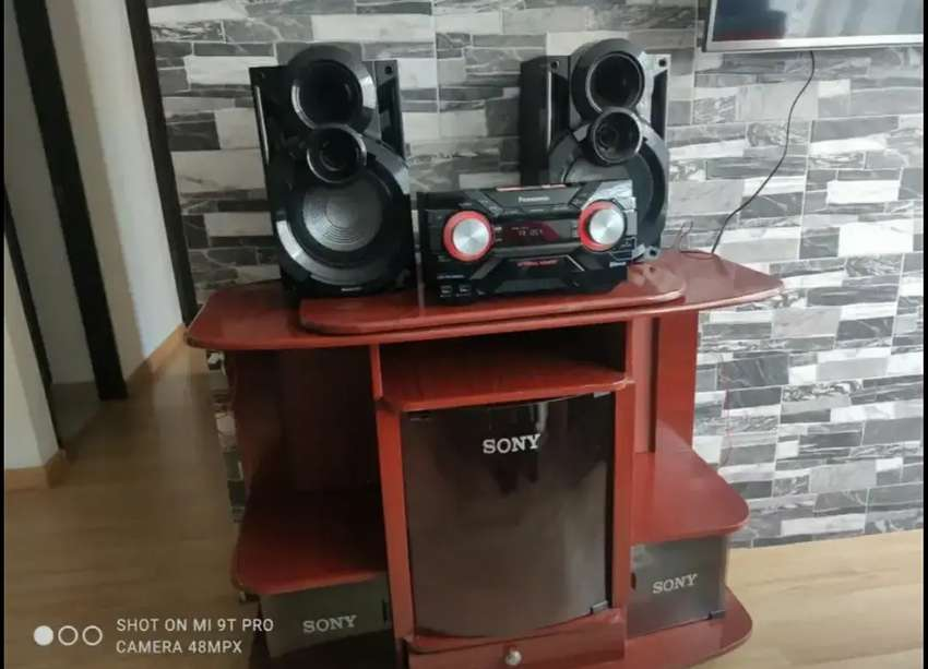 Equipo de sonido marca Panasonic + mueble