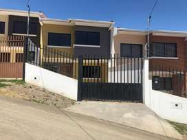 Arriendo casa por estrenar sector colegio Borja