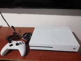 Xbox one s 500 gb + un control 2 generación