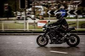 Conductor de moto para trabajar