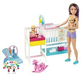 Nuevo Original Barbie Skipper niñera con dos bebés y muchos accesorios