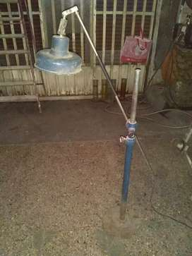 Lámpara de pie,regulable en altura y en ancho con respecto a su base