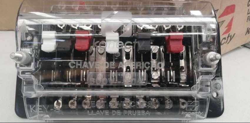 Bornera de conexión y pruebas tipo cuchilla 20A 600V 2.5KV 0