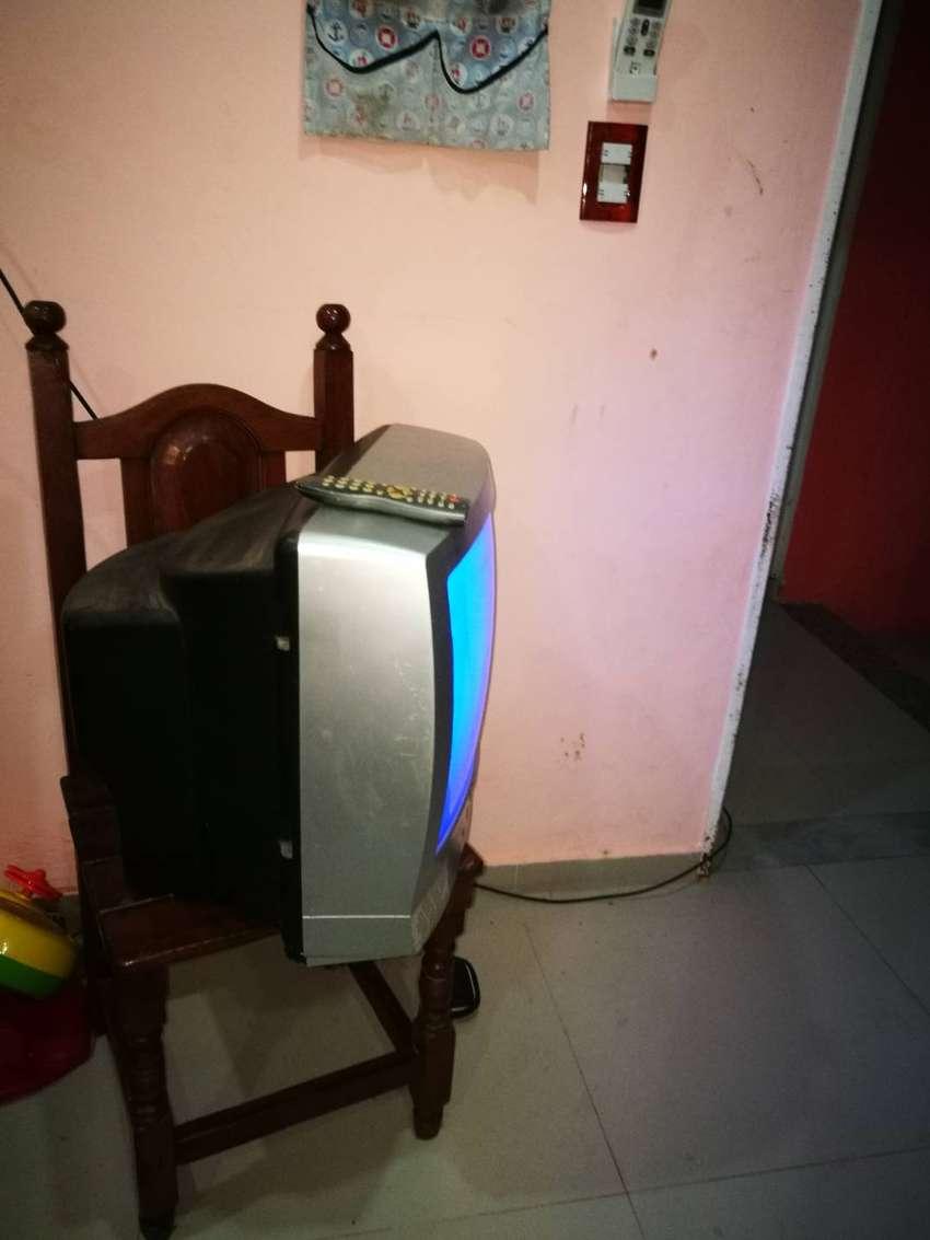 Tv , tele con control y cable coaxil de regalo 0