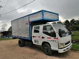 Camión para 3 toneladas JMC nkr ISUZU furgon 2015  bueno bonito y barato