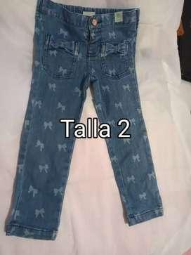 Se vende jeans de niña usado talla 2 y blusita talla 3