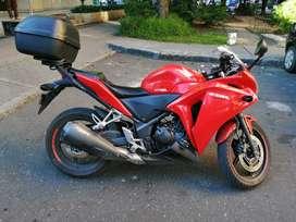 Motocicleta Honda CBR 250R