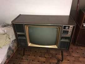 TV Blanco y negro Transistorizado TOSHIBA 24