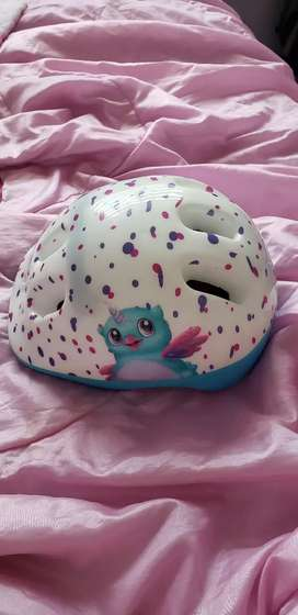 Vendo Hermoso Casco Hatchimal