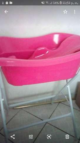 Se vende linda y funcional bañera de bebita