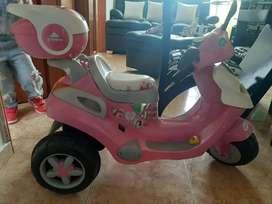 Se vende moto eléctrica de niña