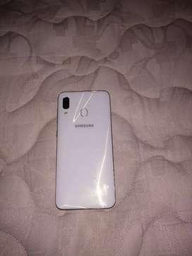 Vendo hermoso celular samsung A30 meló con cargador original