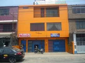Local comercial de 3 pisos ubicado en Av. Canto Grande