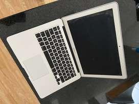 Apple Macbook Air 13.3 2017 SSD 128 4GB RAM 1.8GHz dual-core Intel Core i5