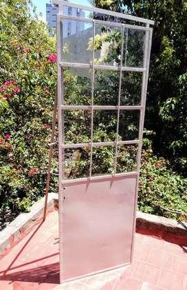 Puerta de chapa con vidrios